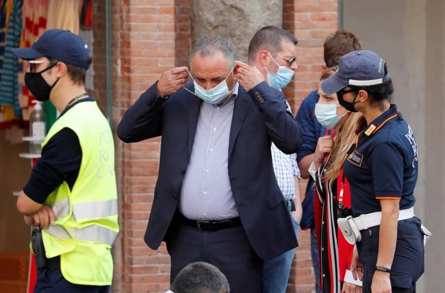Hacen obligatorio el uso de cubrebocas en Italia