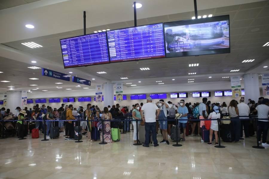 """Suspenden vuelos en Aeropuerto de Cancún por huracán """"Delta"""""""
