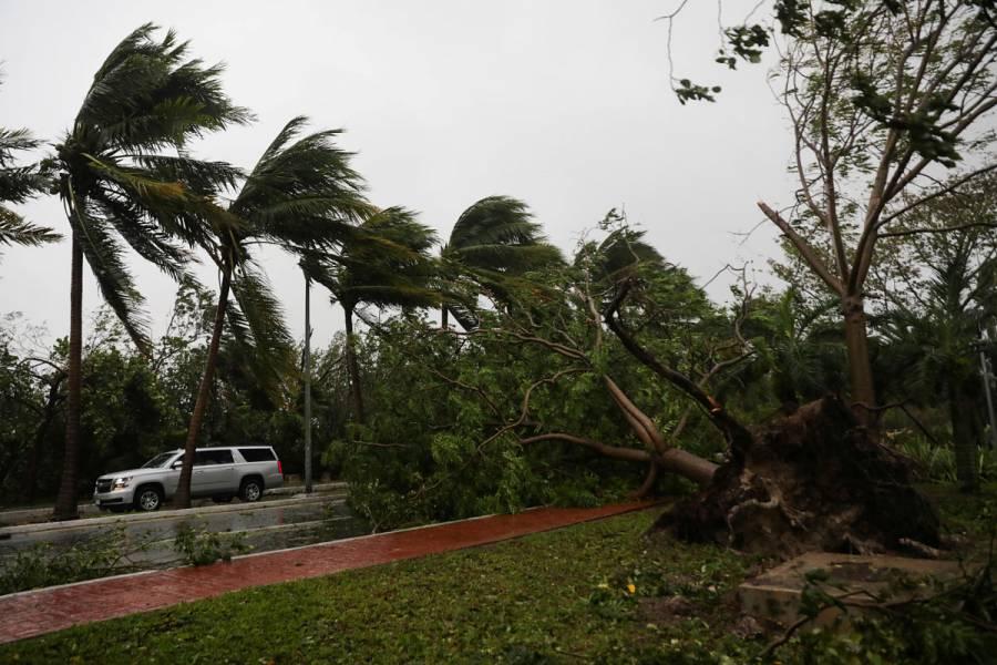 Delta toca tierra como huracán de categoría 2 cerca de Puerto Morelos