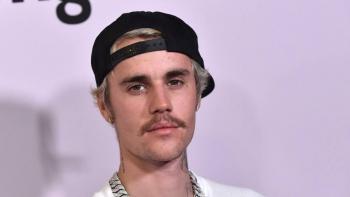 Justin Bieber anuncia colaboración con Crocs