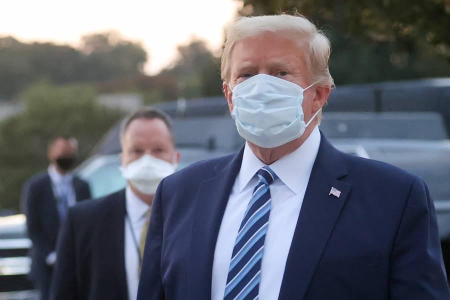 Trump presume buena salud y  entra de nuevo en la campaña