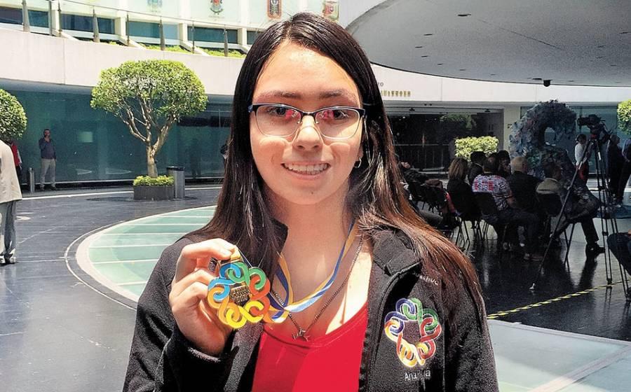 Ana Paula Jiménez, la joven prodigio que arrasa en Olimpiadas de Matemáticas