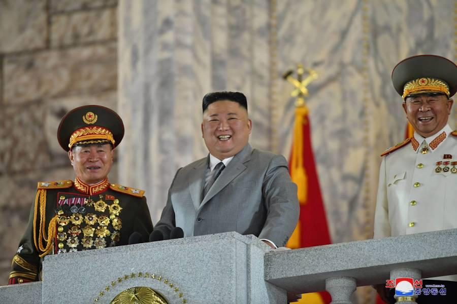 Corea del Norte celebra 75 años del partido único con desfile militar