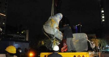 Por mantenimiento, retiran estatua de Cristóbal Colón de Paseo de la Reforma [Video]