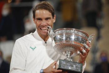 Rafael Nadal supera a Novak Djokovic y levanta su título 13 en Roland Garros