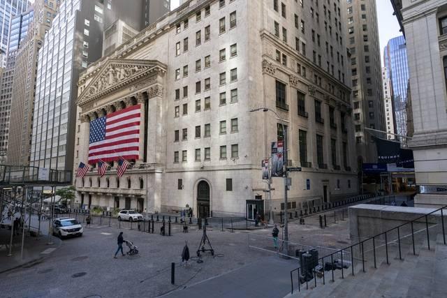 Wall Street sube apuntalado por Apple y Amazon