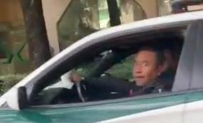 Laisa Wilkins denuncia a policías estacionados en ciclovía