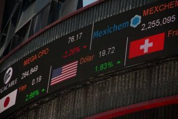 Bolsa Mexicana inicia operaciones con pérdidas tras interrupción del viernes