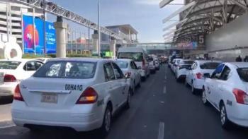 Tras diálogo con autoridades, taxistas retiran bloqueo en el AICM