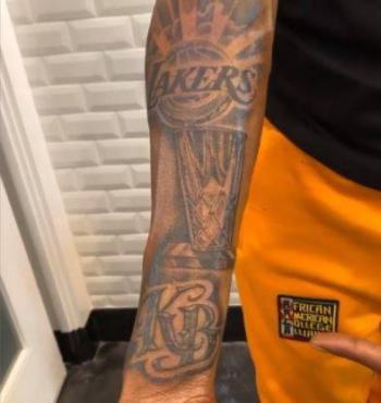 En honor a los Lakers, Snoop Dogg se tatúa y homenajea a Kobe Bryant