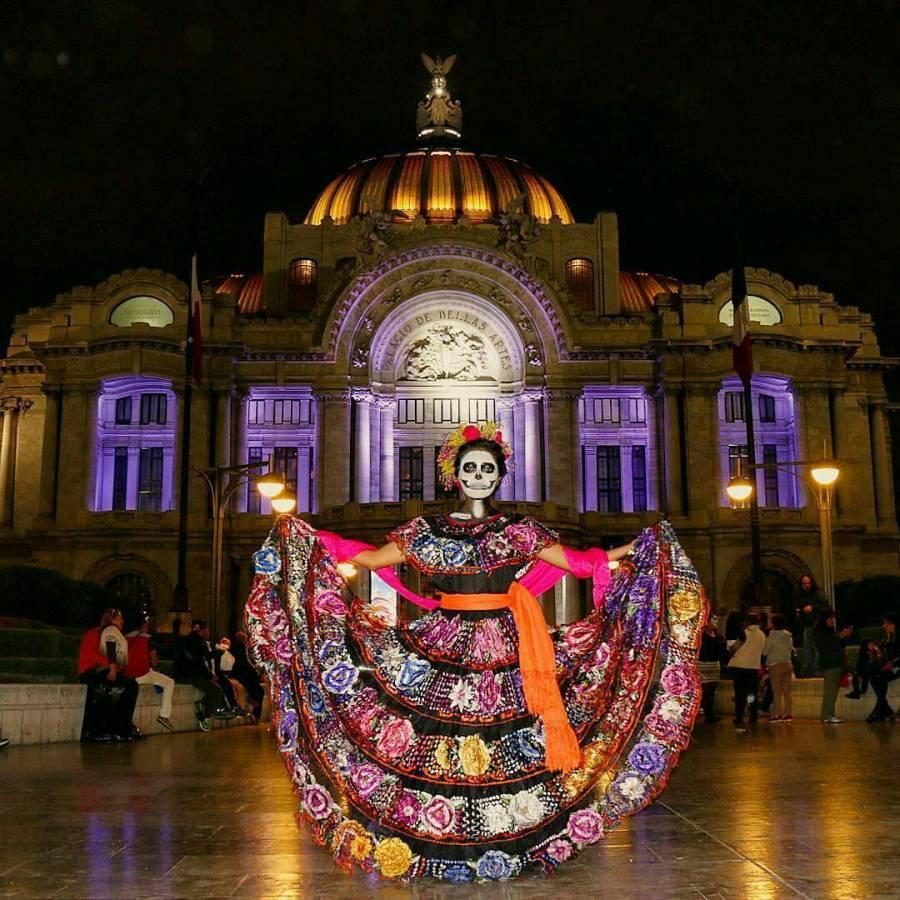 Día de Muertos sin ofrenda en Zócalo y con panteones cerrados en la CDMX