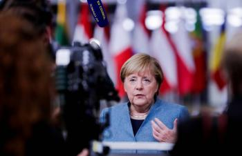 Angela Merkel pide compromiso paro lograr posbrexit