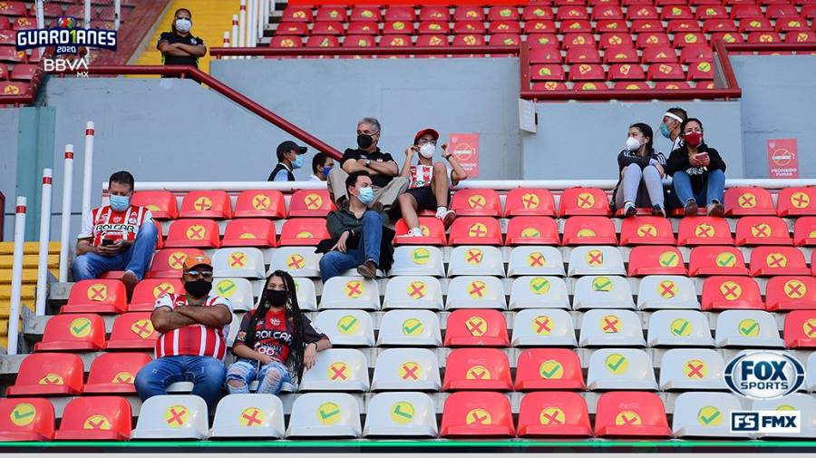 Necaxa gana en regreso de afición a estadios de México