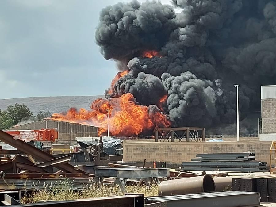 Incendio en planta de químicos deja dos heridos