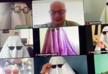 Sorprenden a maestro en TikTok, da clases a fantasmas