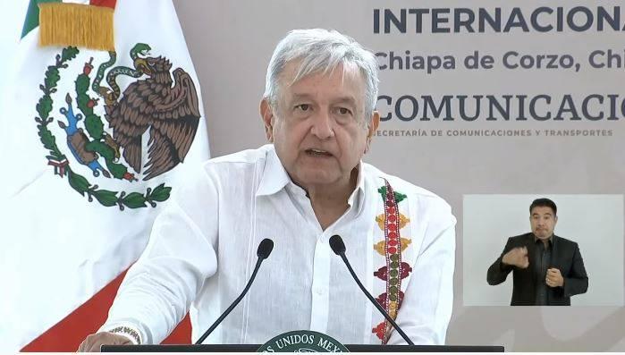 López Obrador pide modernizar aeropuerto de Tapachula