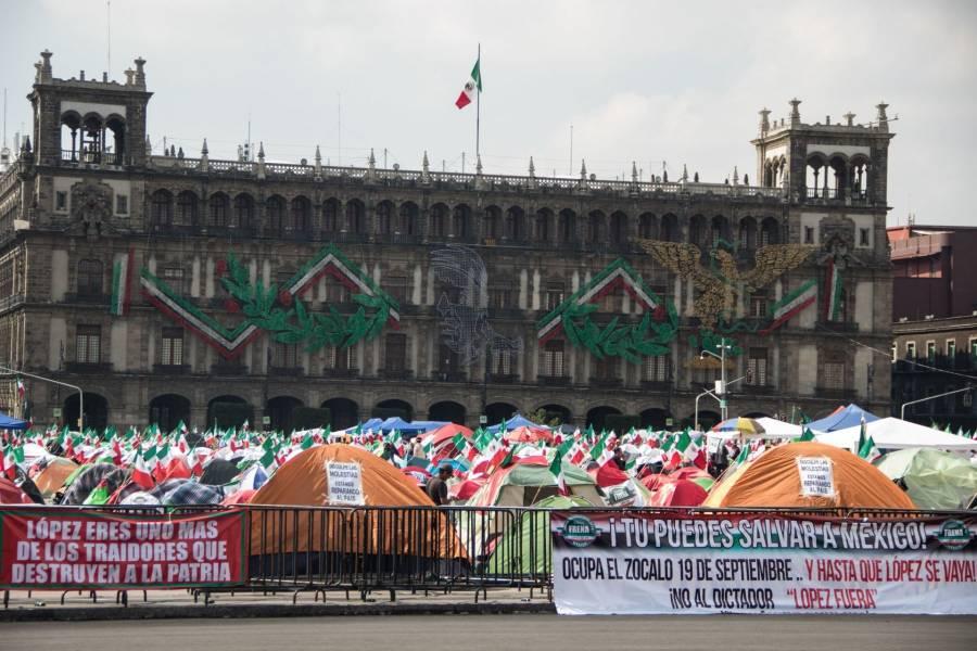 FRENAAA desocupará Zócalo si les prestan patio de Palacio Nacional