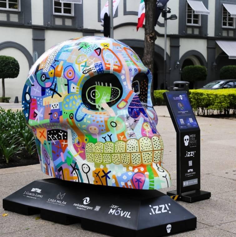 """Aparecen los """"Mexicráneos 2020"""" en el Paseo de la Reforma"""