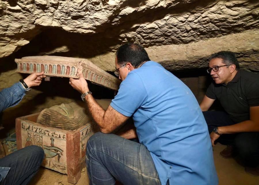 Descubren sarcófagos con más de 2 mil 500 años de antigüedad en Egipto