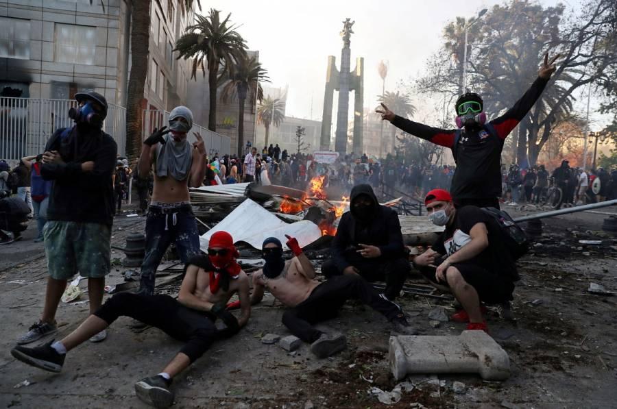 Jornada de protestas en Chile deriva en violencia y choques con policía