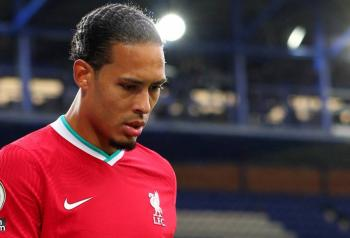 Van Dijk, será operado por lesión de ligamentos