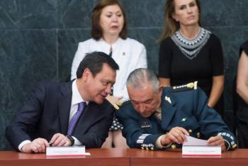 """Osorio Chong """"sorprendido"""" por detención de Cienfuegos"""