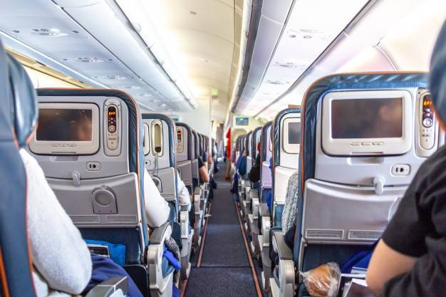 Mujer fallece por Covid-19 en pleno vuelo en Texas; tenía problemas para respirar