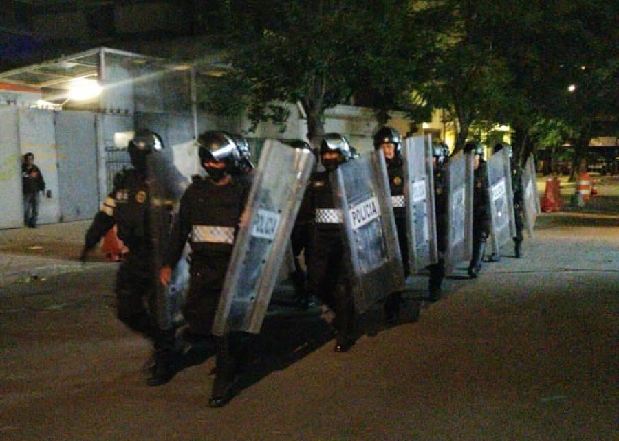 Se retiran policías que cercaron el Senado y encapsularon a manifestantes