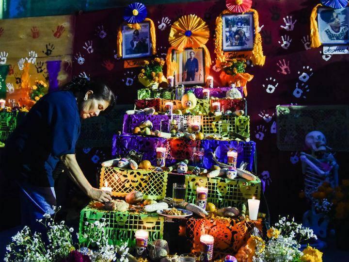 ¿Cuándo se pone la ofrenda de Día de Muertos y qué debe llevar?