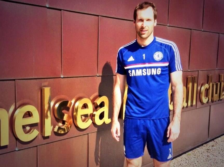 Chelsea incluye a Petr Cech en su lista de convocados para jugar la Premier League