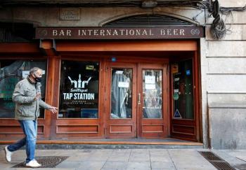Cataluña recorta alquiler de bares y restaurantes en apoyo por la pandemia