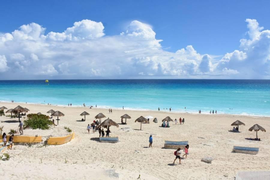 AMLO decreta libre acceso y tránsito en playas de todo México