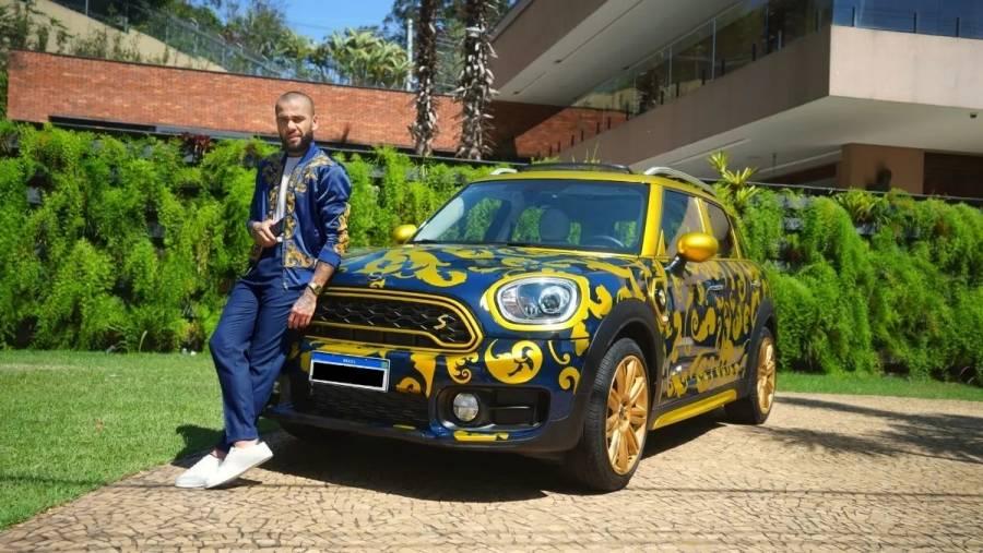 Dani Alves vende su automóvil de lujo en Mercado Libre