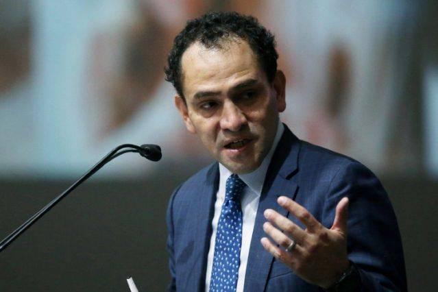 Critica Herrera que bancos no asumieron riesgos ante crisis