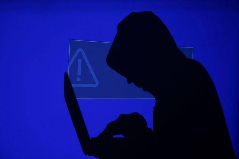 A días de las elecciones, EEUU alerta robo de datos tras ataque de hackers rusos