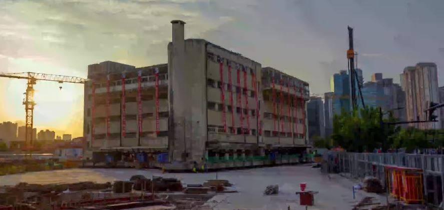 Video: Trasladan edificio escolar de más 7 mil toneladas en Shanghái