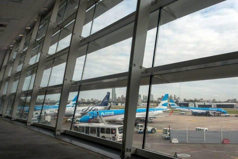 Abrirá Argentina las fronteras por aire y mar a países vecinos