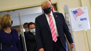 Donald Trump emite su voto por anticipado en Florida