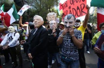 Representación de AMLO y expresidentes en marcha causa ovaciones