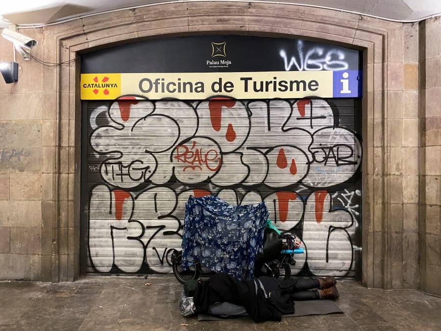 Decreta España toque de  queda nocturno en todo el país