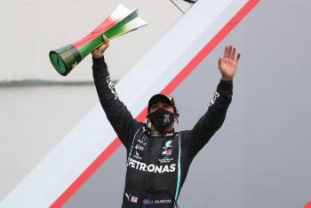 Lewis Hamilton bate récord de Michael Schumacher y hace historia en la F1