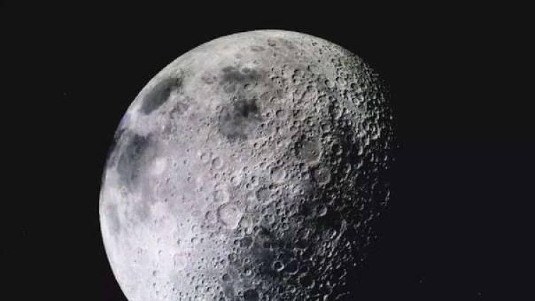 La NASA halla rastros de agua abundante en la Luna