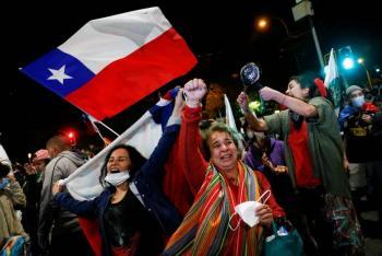 Chilenos aprueban por amplia mayoría reemplazar la Constitución de Pinochet