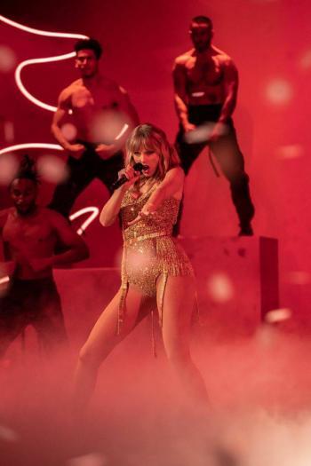 Taylor Swift y Justin Bieber a punto de hacer historia de los AMAS 2020