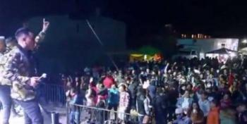 """Video: Al ritmo de banda en Toluca: """"Que valga madres el coronavirus"""""""