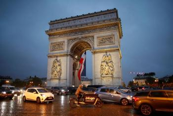 Levantan alerta de bomba en Arco del Triunfo en París