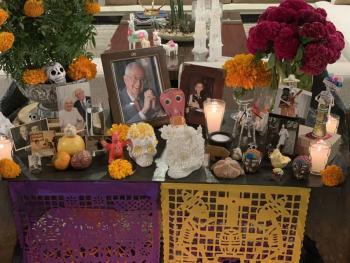 Embajador de Estados Unidos en México presume su altar de Día de Muertos
