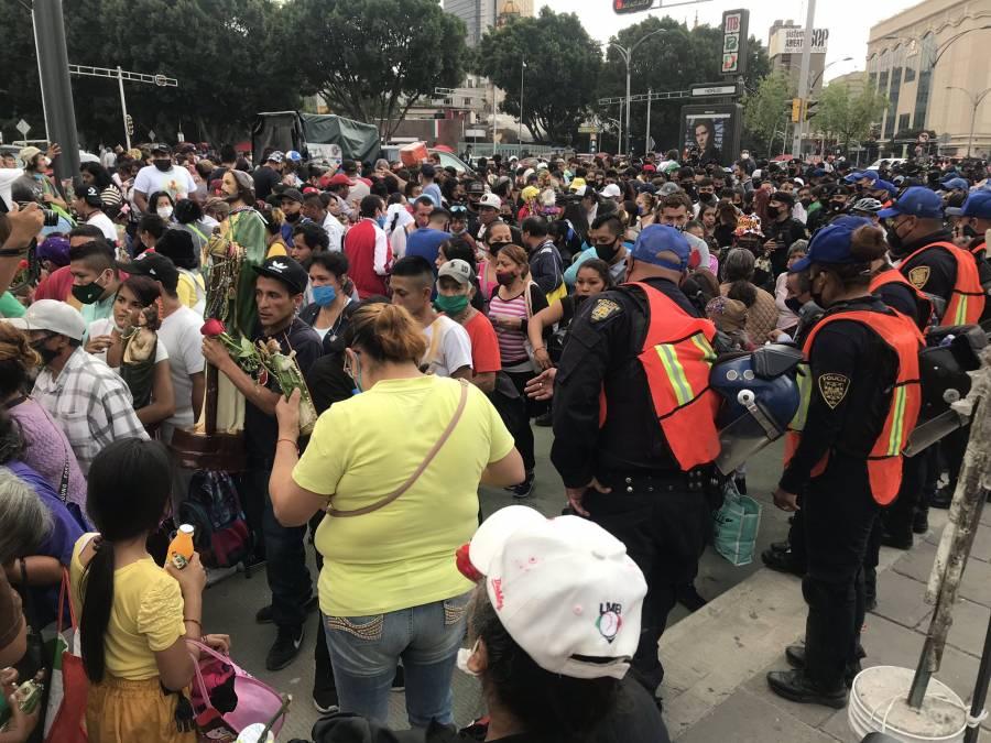 Cierran templo de San Hipólito ante concentración de feligreses
