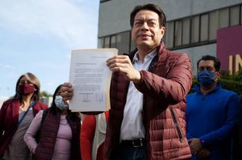TEPJF ordena al INE dar registros al presidente y a la secretaria general de Morena