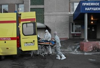 Rusia refuerza con médicos  militares frente anti-Covid